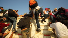 Тръмп хвърля армията срещу имигрантите