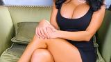 Порнозвезда пише книга за гърдите си