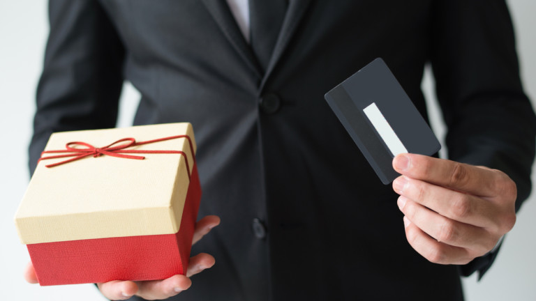 Големите компании отбелязват настъпването на коледните празници с доста предимства