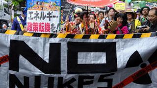 """Хиляди на протест срещу """"мирния атом"""" в Япония"""