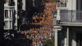 """Стотици хиляди в Барселона скандират """"Каталуния е Испания"""""""