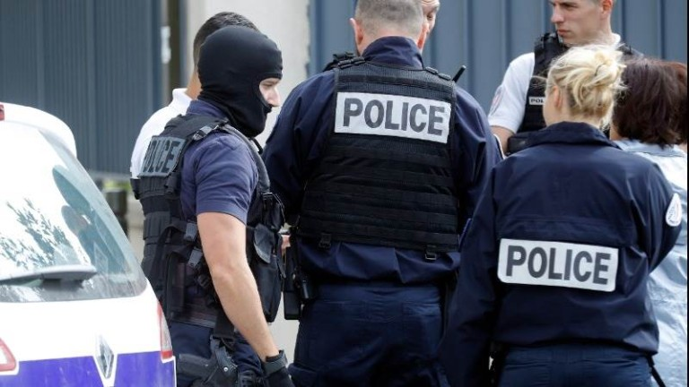 Вълна от самоубийства на полицаи предизвика протести във Франция