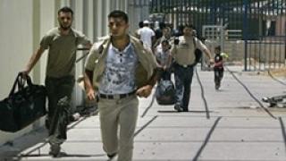 Евакуират чужденците от Газа