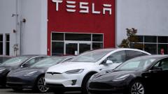 Tesla привиква в сервиз 135 хиляди коли заради дисплея