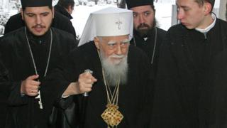 Духовници: Слуховете за оттегляне на патриарх Максим са неверни