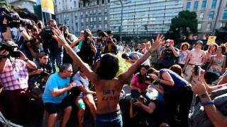 Топлес аржентинки се вдигнаха на протест (ВИДЕО)