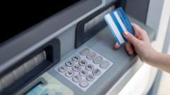Банковите такси продължават да растат, тегленето на пари в брой поскъпва най-много