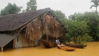 Най-малко 25 загинали и хиляди унощожени домове при наводнения във Виетнам