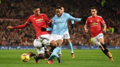 Играчите на Сити празнуват победата над Тотнъм, присмивайки се на Юнайтед