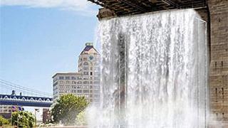 В Ню Йорк строят и водопади
