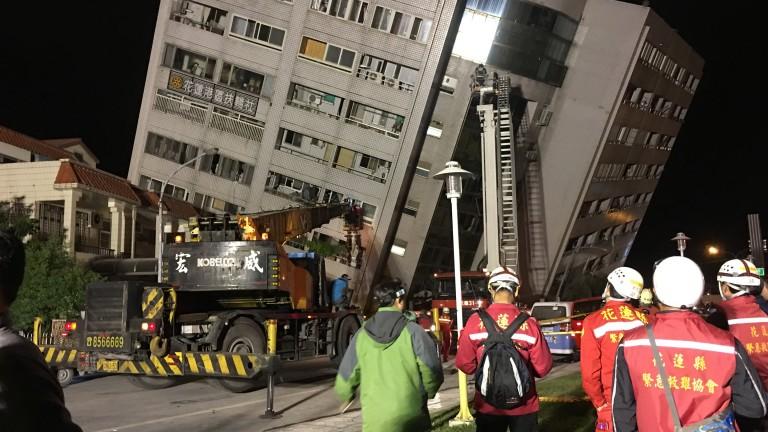 Двама загинали и стотици ранени след труса в Тайван