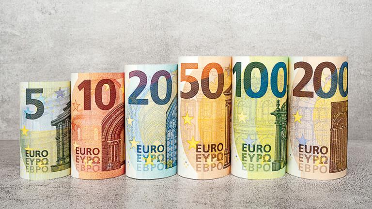 Снимка: Показаха новите €100 и €200 с надписи на кирилица