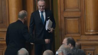 Лозан Панов направи забележка на депутатите за формата на общуване