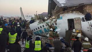 Определиха основната версия за падналия самолет в Казахстан