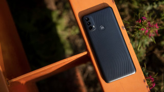 Бюджетният Motorola Moto E40 предлага 40 часа с едно зареждане
