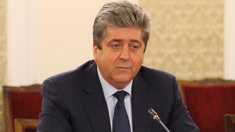 Нинова си присвои и употреби Румен Радев, недоволен Първанов