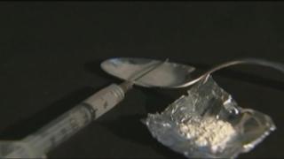 19-годишно момиче два пъти носи хероин в ареста