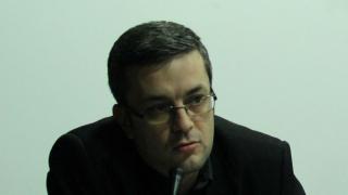 Политиците са склонни да ограничават свободата на словото, смята Тома Биков