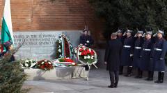 Осветиха бойните знамена на Българската армия, президентът прие почетния строй