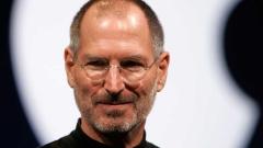 Мъж даде $3 000 за старите сандали на Стив Джобс