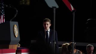 Какво се случва със сина на Доналд и Мелания Тръмп