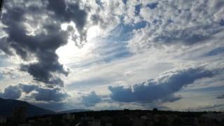 Разкъсана облачност над страната днес