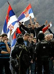 80 обвинени за подпалването на US посолството в Белград