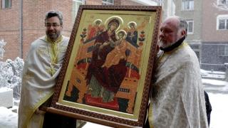 Икона, която помага на онкоболни, е в София