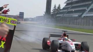 Хамилтън направи още една крачка към Формула 1