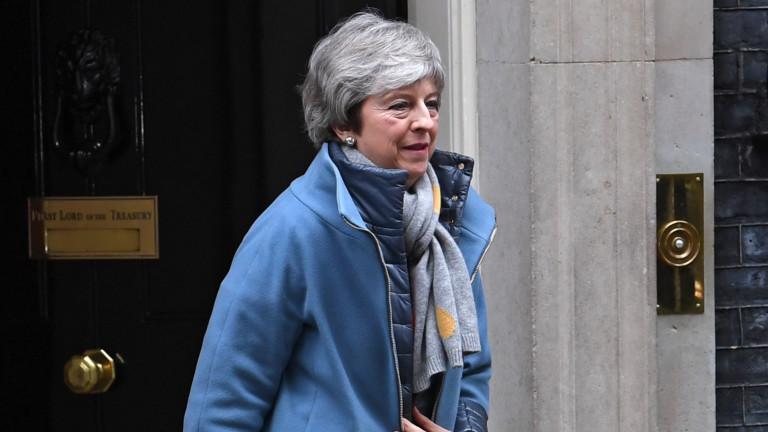 """Мей изправена пред загуба – евроскептиците и северноирландците казаха """"не"""""""