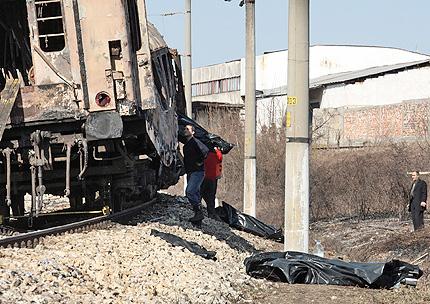 Осем изгорели във влака край Червен бряг