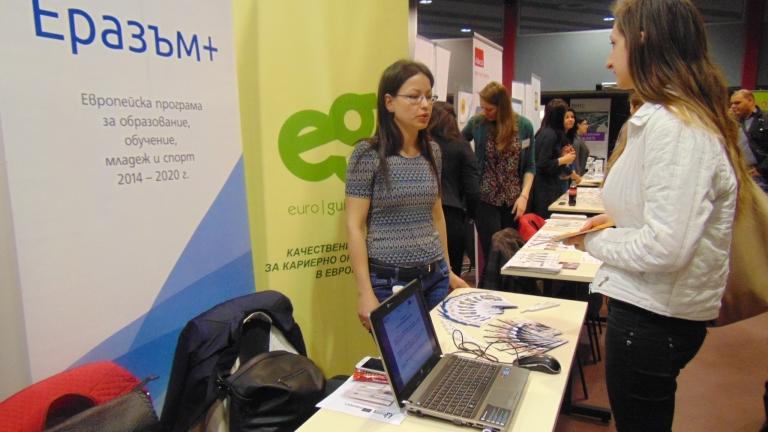 cdd1d27307e Всеки шести студент намира работа на Дните на кариерата, уверяват  организаторите - News.bg