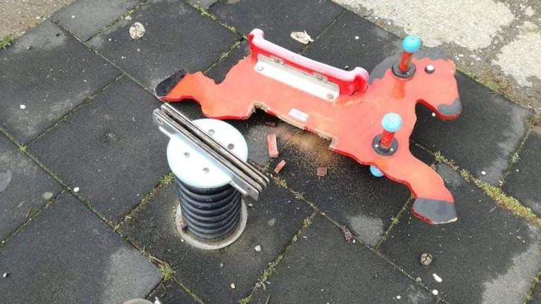 Все повече вандалски прояви по детските площадки се наблюдават в