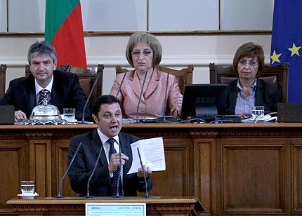 """Янев и Овчаров """"се захапаха"""" в парламента"""