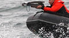 Путин с арбалет срещу сиви китове