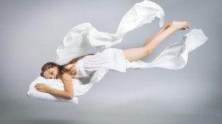 Защо се стряскаме, когато заспиваме
