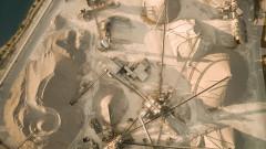 Пясъкът - изчезващ, но съществен ресурс, за който се борят индустрия и мафия