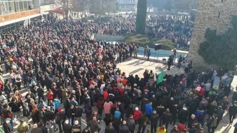 Хиляди граждани се стекохана пл.