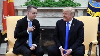 Тръмп прие пастора Андрю Брансън в Овалния кабинет