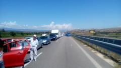 """Опашки от коли се извиха на """"Кулата"""" след отварянето на границата с Гърция"""