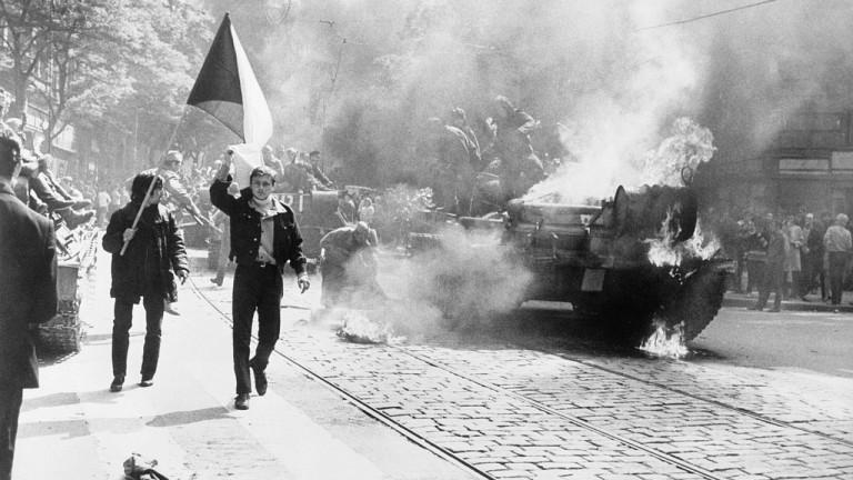 Близо половината от руснацитене знаят заинвазията в Чехословакия през 1968
