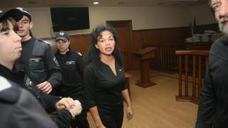 Съдът решава дали да пусне от ареста Николай и Евгения Баневи