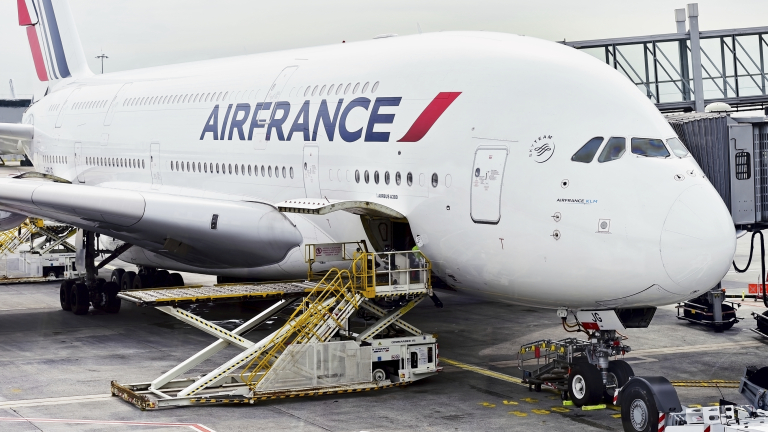 Airbus намалява драстично производството на най-големия си самолет A380