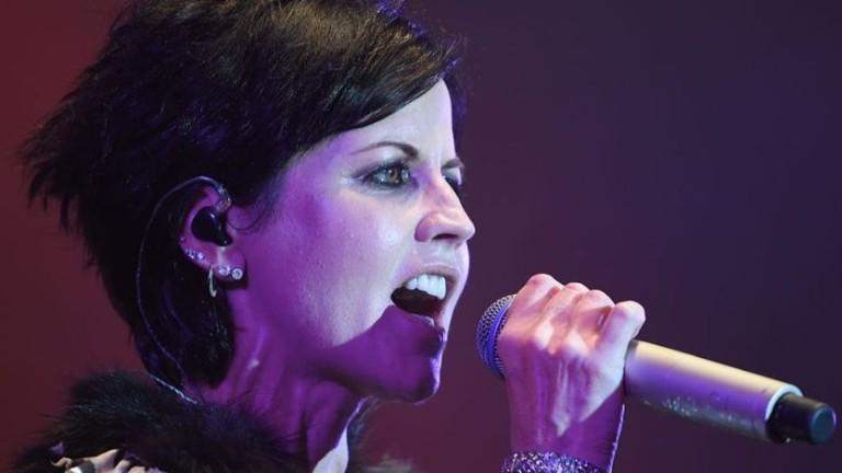В Лондон почина вокалистката на ирландската група Cranberries Долорес О`Риърдън.