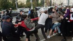 Милицията в Минск преследва и арестува студенти.