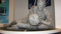 Берт Траутман, който игра мач със счупен врат