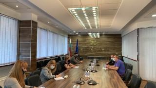 След епистоларната комуникация Комитова и Беличев се срещнаха очи в очи