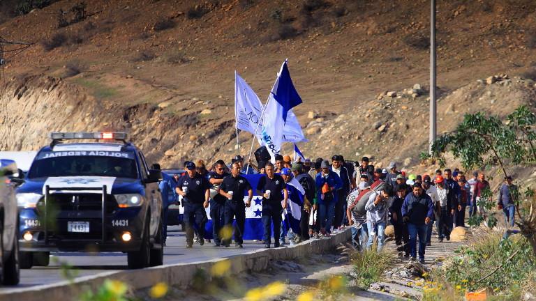 В САЩ задържаха група от 12 мигранти от Мексико. Те