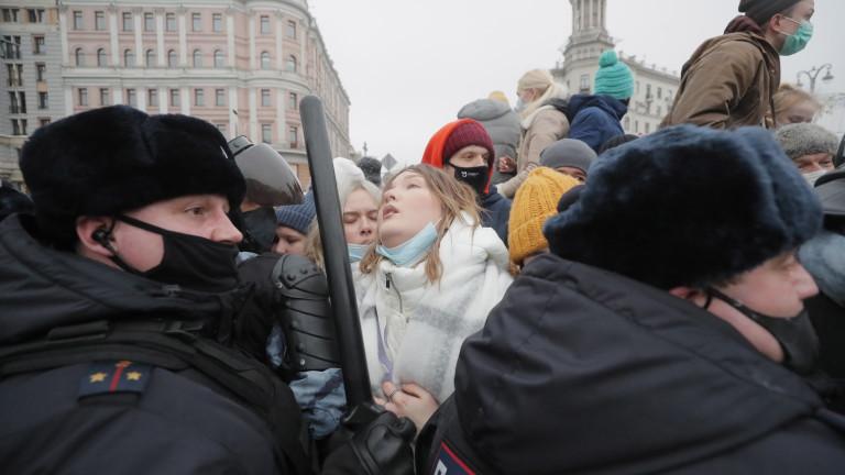 Навални отбеляза точки в конфликта с Кремъл