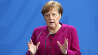 Меркел склони за облигации срещу кризата